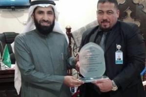(العربية) الرئيس التنفيذي يكرم مدير فرع الباحة